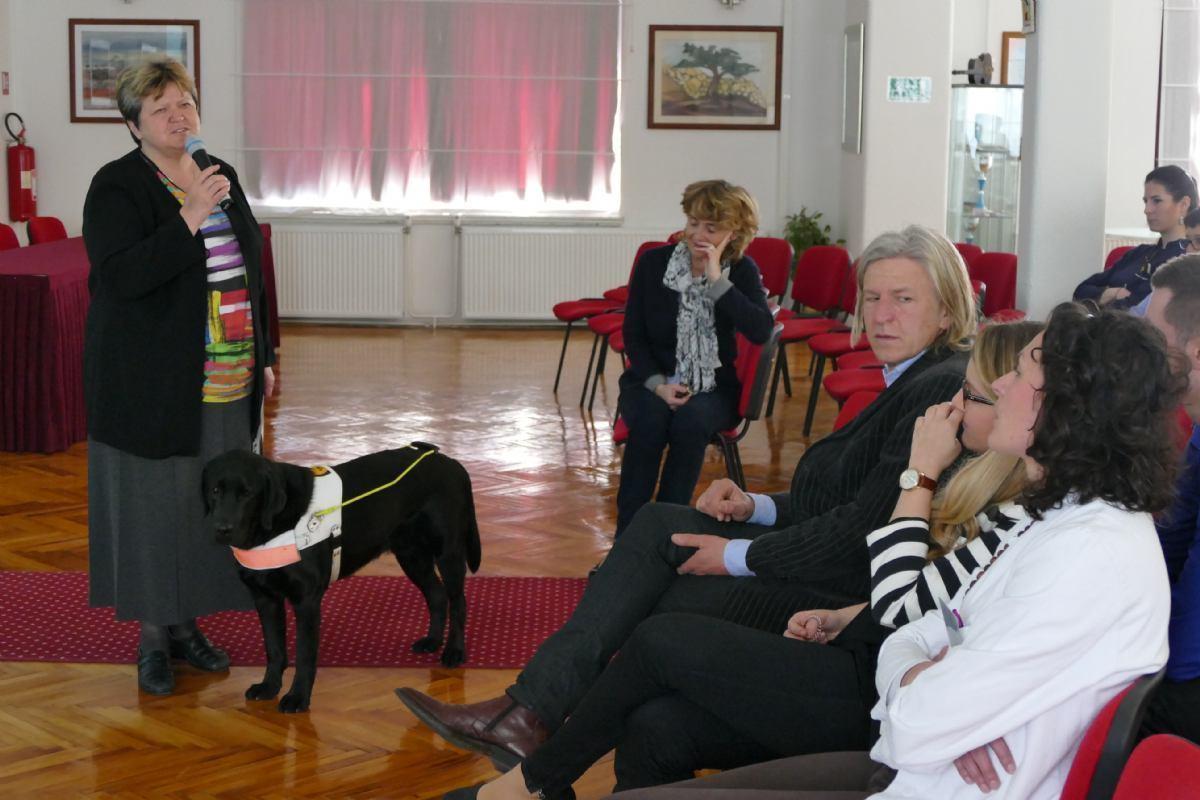 Posjet Hrvatske udruge za školovanje pasa vodiča i mobilitet Psihijatrijskoj bolnici Rab