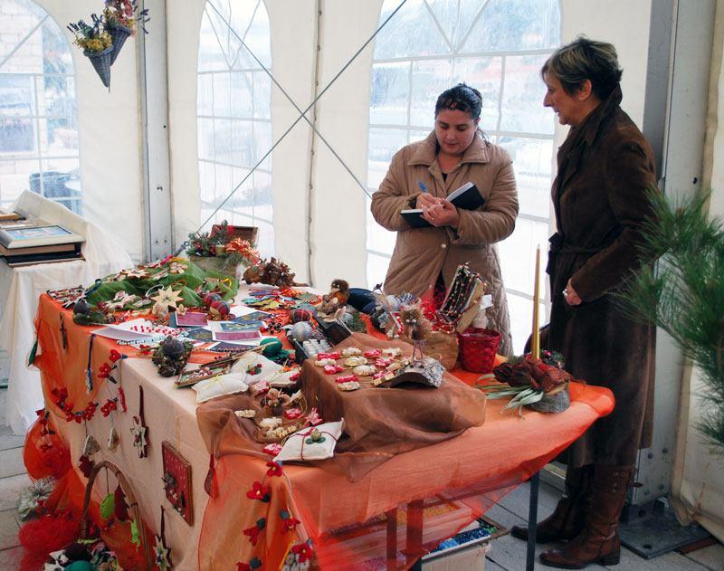 Radovi naših bolesnika na Božićnom sajmu