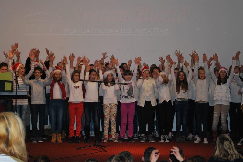 Blagdanska priredba učenika osnovne škole
